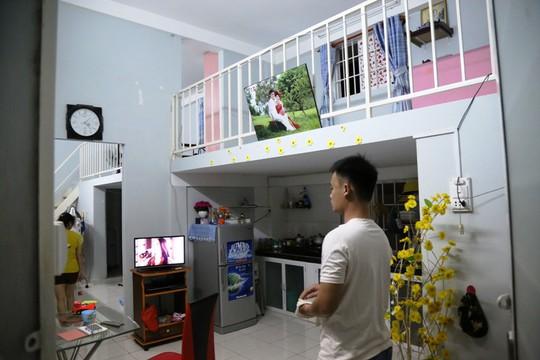 Chị Dương Ngọc Ánh làm nhân viên tại công ty nước giải khát. Năm 2013, chị cùng chồng mua hai căn hộ liền kề, được thiết kế liên thông với tổng diện tích sử dụng là 60 m2 với giá chỉ khoảng 200 triệu đồng