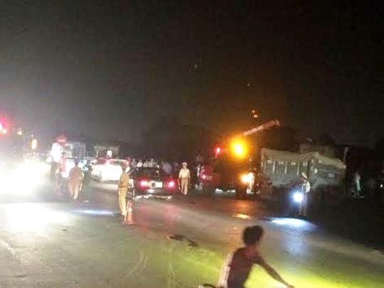 Hiện trường vụ tai nạn khiến 3 người bị tàu hỏa tông văng khỏi xe tải - Ảnh: T.Sơn