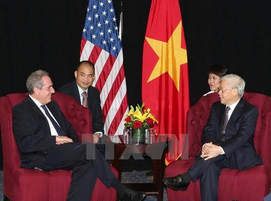 Tổng Bí thư Nguyễn Phú Trọng tiếp Đại diện Thương mại Mỹ Michael Froman đến chào xã giao hôm 6-7. Ảnh: Trí Dũng/TTXVN
