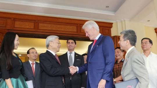 Tổng Bí thư Nguyễn Phú Trọng tiếp cựu Tổng thống Mỹ Bill Clinton tại Hà Nội ngày 2-7 - Ảnh: Reuters