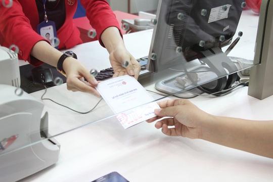 Ngân hàng cấp sổ tiết kiệm cho khách gửi online - Ảnh 1.