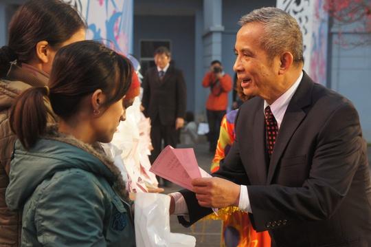 Chủ tịch Tổng LĐLĐ Việt Nam Đặng Ngọc Tùng trao quà Tết cho công nhân