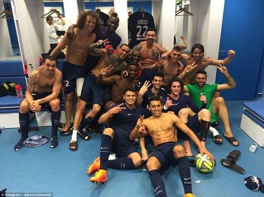 Các cầu thủ PSG ăn mừng chiến thắng