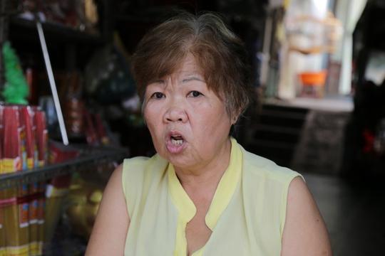 Bà Vương Thị Hòa, sống kế bên tiệm Thanh Nhã, nói: Tiếng nổ to lắm, như nổ lựu đạn, dân khu này hoảng loạn luôn