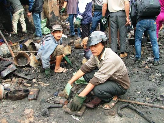 Ông Nguyễn Thành Sinh thẫn thờ vì trắng tay sau vụ cháy