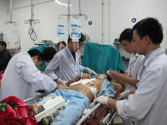 Cấp cứu do đa chấn thương sau tai nạn giao thông rất thường gặp ở các bệnh viện trong các dịp nghỉ dài ngày Ảnh: NGỌC DUNG