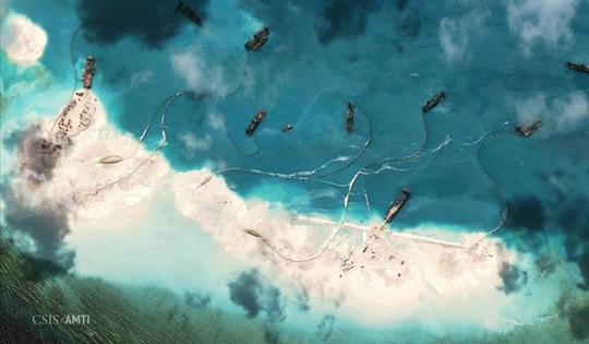 Một bức ảnh vệ tinh cho thấy hoạt động cải tạo trái phép của Trung Quốc ở bãi Vành Khăn thuộc quần đảo Trường Sa của  Việt NamẢnh: Reuters
