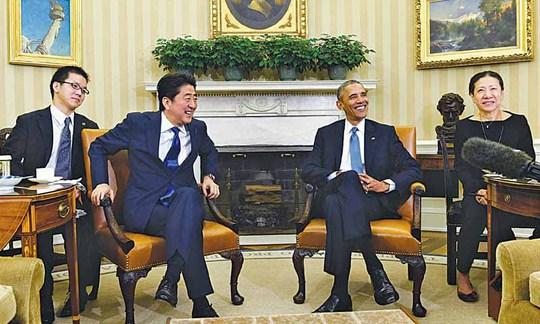 Tổng thống Mỹ Barack Obama tiếp Thủ tướng Nhật Shinzo Abe ở Nhà Trắng hôm 28-4Ảnh: AP