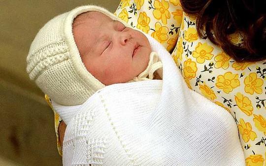 Tiểu công chúa của Vương quốc Anh tạo xu hướng thời trang từ khi mới chào đờiẢnh: PA