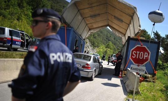 An ninh được thắt chặt gần thị trấn Telfs trước thềm Hội nghị BilderbergẢnh: EPA