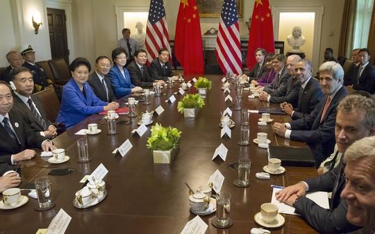 Tổng thống Mỹ Barack Obama tiếp phái đoàn Trung Quốc tại Nhà Trắng hôm 24-6Ảnh: Reuters
