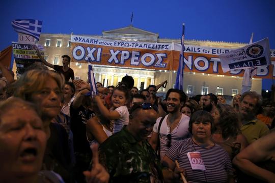 Người Hy Lạp biểu tình phản đối các biện pháp khắc khổ tại Athens hôm 29-6Ảnh: Reuters