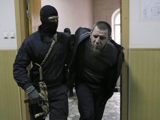 Nghi can Tamerlan Eskerkhanov bị cáo buộc liên quan đến vụ sát hại ông Nemtsov xuất hiện tại tòa án  ở Moscow - Nga hôm 8-3 Ảnh: Reuters
