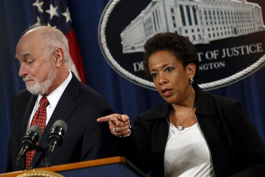 """Bộ trưởng Tư pháp Mỹ Loretta Lynch thông báo """"bản án"""" đối với 6 ngân hàng toàn cầu Ảnh: REUTERS"""