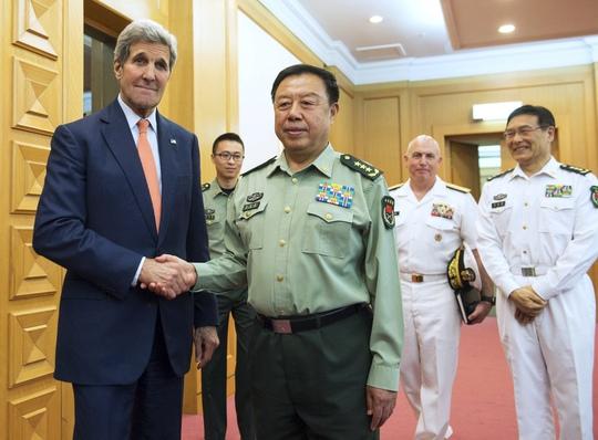 Ông Phạm Trường Long tiếp ông John Kerry khi tới Bắc Kinh hồi tháng 5 Ảnh: REUTERS