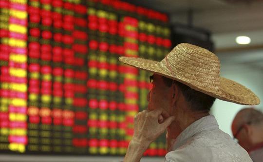 Chỉ số Shanghai Composite Index giảm 12,46% trong tháng 8, tiếp nối mức giảm 14,34% trong tháng 7  Ảnh: REUTERS