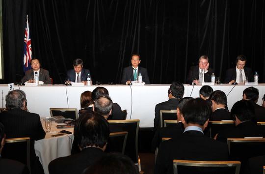 Thủ tướng Nguyễn Tấn Dũng đối thoại với lãnh đạo một số doanh nghiệp hàng đầu của Úc.Ảnh: TTXVN