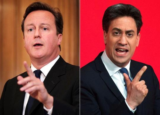 Thủ tướng Anh David Cameron (trái) và đối thủ Ed Miliband Ảnh: NEW YORK DAILY NEWS