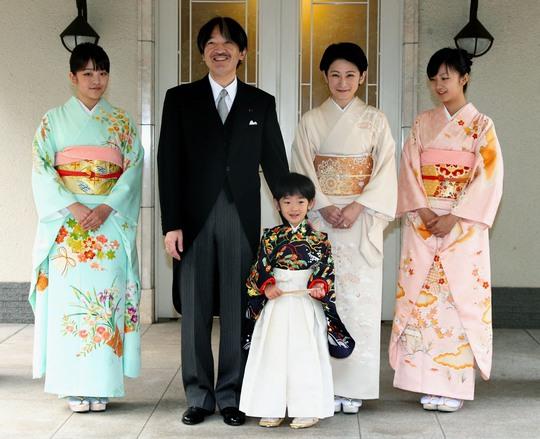 Gia đình Hoàng tử Akishino  Ảnh: THE JAPAN TIMES