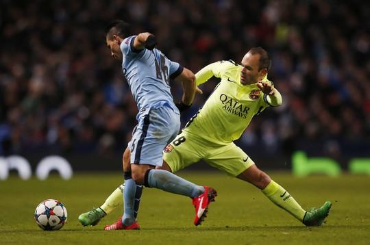 Aguero (trái) và các chân sút Man City cần chắt chiu cơ hội nếu muốn lật đổ Barca tại sân Nou Camp Ảnh: REUTERS