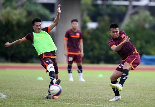 Hậu vệ Ngọc Thịnh trong bài tập dứt điểm của U23 Việt NamẢnh: Quang Liêm