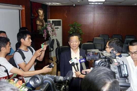 Ông Đỗ Quang Hiển trao đổi với báo chí chiều 22-6 Ảnh:  Hải Anh