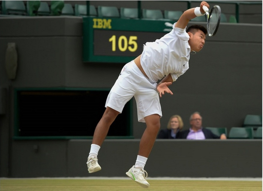 Thể lực được nâng cao trong thời gian qua giúp Hoàng Thiên cải thiện cú giao bóng Ảnh: ITF