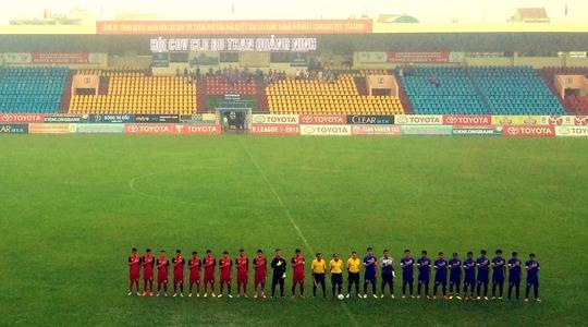 Sân Cẩm Phả trống vắng trong trận giao hữu giữa U19 Việt Nam và U21 Than Quảng Ninh
