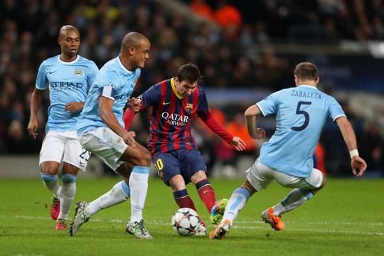 Hàng thủ Man City tự tin sẽ phong tỏa được Messi (thứ hai từ phải sang)Ảnh: REUTERS