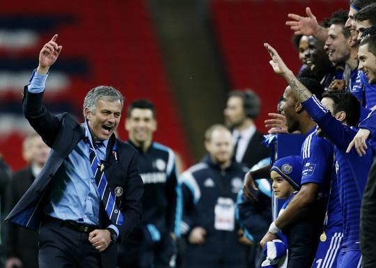 Mourinho có nhiều hành động ăn mừng rất trẻ trungẢnh: REUTERS
