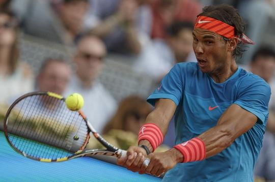 Quả trái tay sa sút là nguyên nhân chính khiến Nadal thua Murray Ảnh: REUTERS