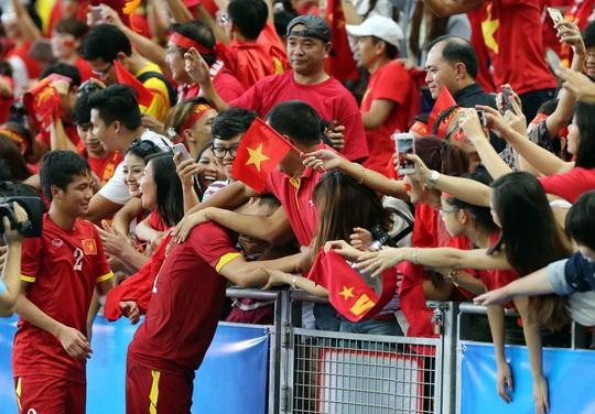 Hữu Dũng (2), một trong những phát hiện của U23 Việt Nam tại SEA Games 2015 và đủ tuổi dự SEA Games 2017 Ảnh: Quang Liêm