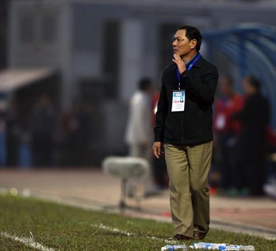 HLV Đinh Cao Nghĩa của Than Quảng Ninh đang chịu nhiều sức ép sau khi đội gần đây sa sút Ảnh: Hải Anh
