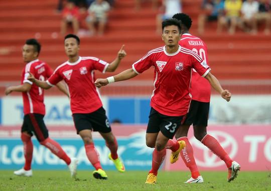 Tiền đạo Hải Anh (23) sau bàn mở tỉ số giúp Đồng Nai thắng QNK Quảng Nam 3-1 chiều tối 23-7 Ảnh: Quang Liêm