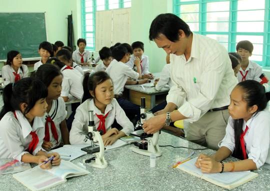 Giờ thực hành vật lý tại một trường THCS ở huyện Thuận Nam – Ninh Thuận.