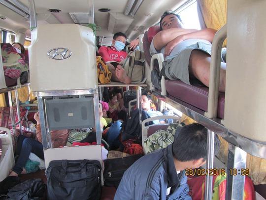 Xe khách BKS 51B-051.25 chở vượt quá quy định 20 người