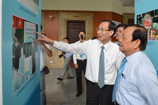 Bí thư Thành ủy TP Lê Thanh Hải tham quan triển lãm hình ảnh  xây dựng nông thôn mới