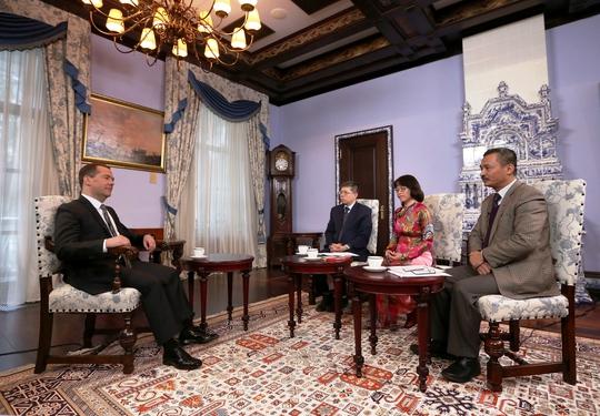 Thủ tướng Medvedev trả lời phỏng vấn báo chí Việt Nam về triển vọng quan hệ hợp tác giữa hai nước Ảnh: TTXVN