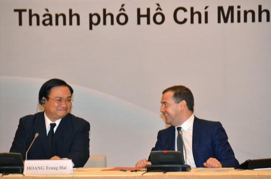 Phó Thủ tướng Hoàng Trung Hải và Thủ tướng Dmitry Medvedev tại Diễn đàn Doanh nghiệp Việt Nam - Nga.Ảnh: TẤN THẠNH