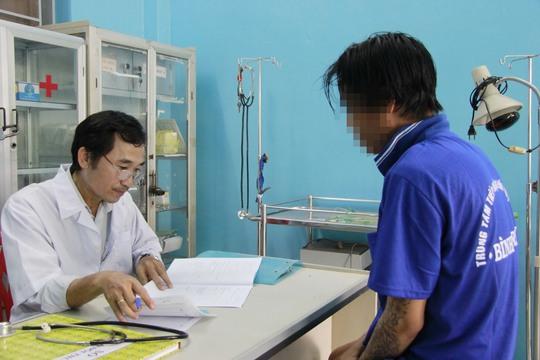 Một người nghiện ở TP HCM được xét nghiệm sức khỏeẢnh: HOÀNG TRIỀU