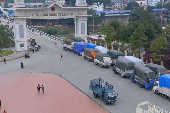 Nông sản xuất sang Trung Quốc bị ùn ứ ở Lào CaiẢnh: Bảo Trân