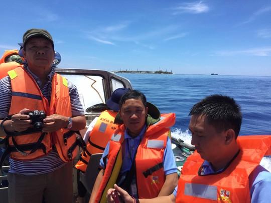 Phóng viên các báo ở TP HCM trên hành trình tác nghiệp ở Trường SaẢnh: Lê Sơn