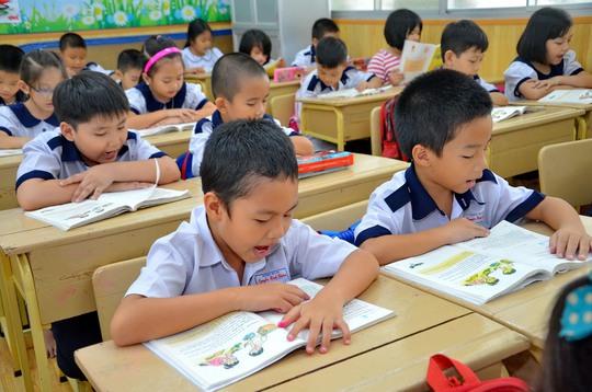 Bộ trưởng Bộ Giáo dục và Đào tạo sẽ trả lời chất vấn về những cải cách giáo dục gần đây. Trong ảnh: Học sinh tiểu học TP HCM trong năm đầu tiên áp dụng Thông tư 30 về việc nhận xét thay cho chấm điểmẢnh: TẤN THẠNH