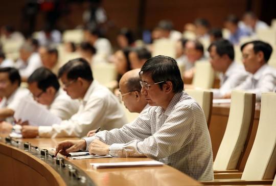 Các đại biểu Quốc hội bấm nút biểu quyết thông qua Luật Nghĩa vụ quân sự (sửa đổi).Ảnh: THẮNG LONG