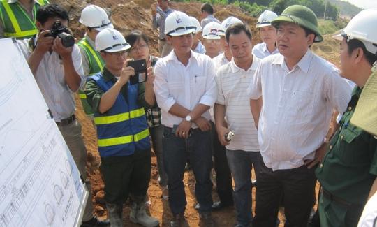 Bộ trưởng Đinh La Thăng kiểm tra tại hầm Phú Gia