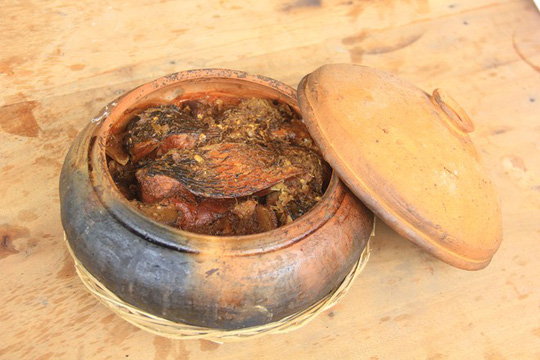 Niêu cá kho Vũ Đại thơm ngon mang đặc trưng riêng của vùng Bắc Bộ. Ảnh: Tú Anh.