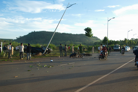 Thượng úy Tuân điều khiển xe BMW gây tai nạn làm 2 người chết