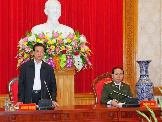 Thủ tướng Nguyễn Tấn Dũng làm việc với Đảng ủy Công an Trung ương và lãnh đạo Bộ Công an về tình hình, kết quả công tác Công an năm 2014; phương hướng, nhiệm vụ công tác năm 2015 - Ảnh: TTXVN