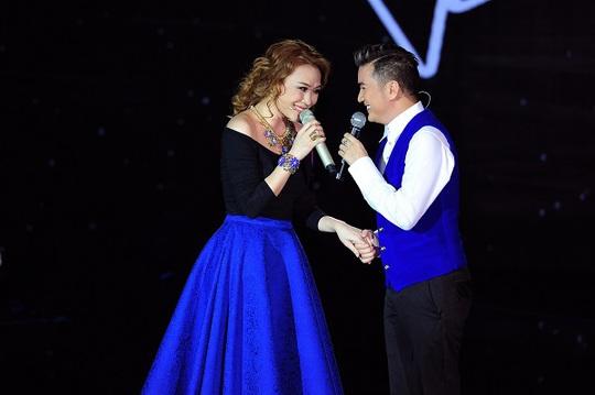 Tạo sự gắn kết ngay cả trang phục khi cùng nhau xuất hiện trên sân khấu một chương trình truyền hình muốn bày trò để PR
