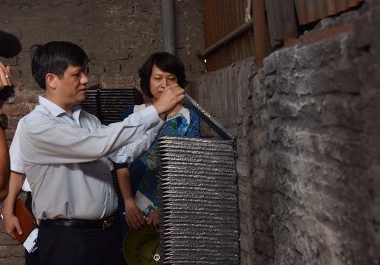 Chì tái chế trong các cơ sở của làng nghề Đông Mai